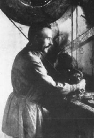Vasiliy Petrovich Zvezdochkin 320x467 - Народный промысел россии матрешка доклад